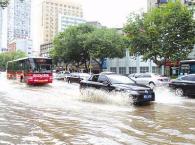 """快收了""""神通""""吧!杭州暴雨致多条道路积水难行"""