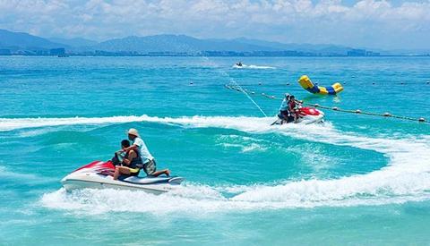 高温来袭滨海亲水游乐项目受宠 休闲渔船得提前预订